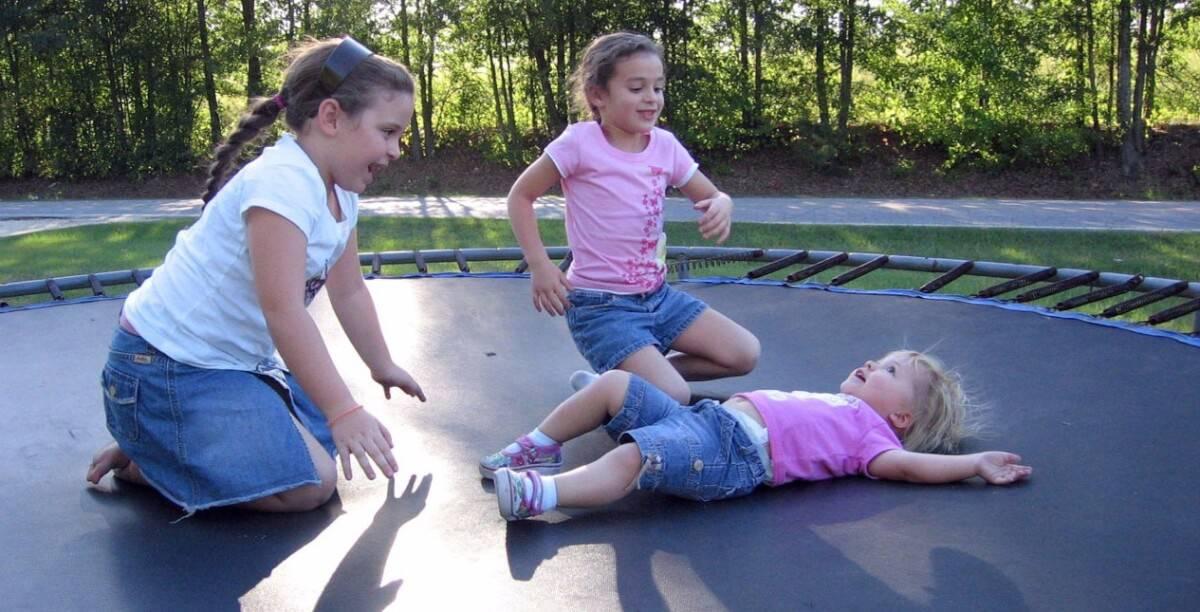 Teach Kids To Land In The Center Trampoline