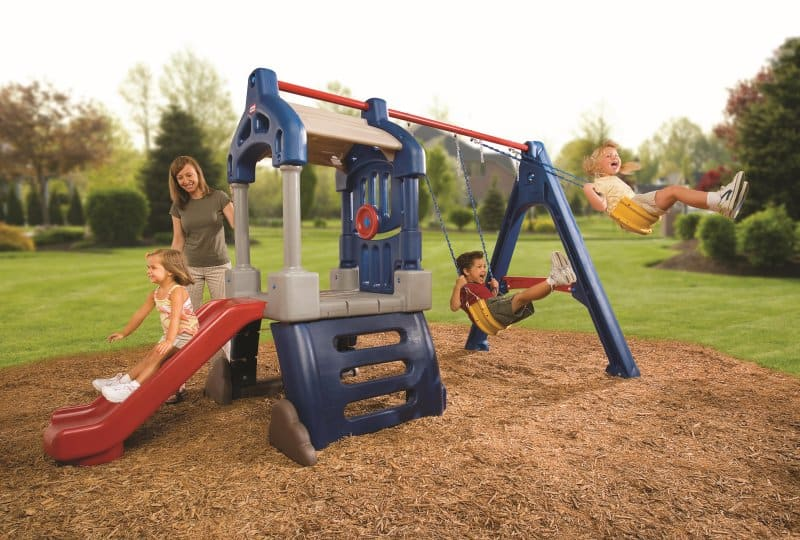 Small swing sets fun in your backyard cool outdoor toys for Little tikes outdoor playset